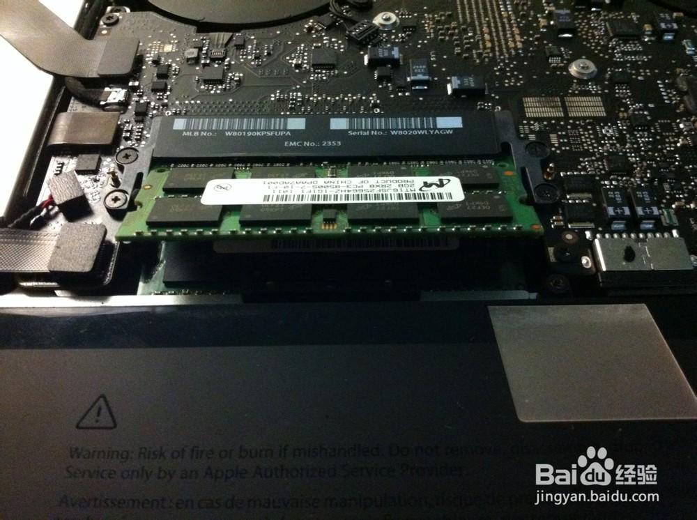 升级SSD有几种方法,一种是将旧的硬盘拆走,在原硬盘的位置装上固态硬盘。另一种方法是利用光驱位,加装一块SSD,第三种方法就是看自己的笔记本有没有MINI-PCIE接口,如果有,可以选购一款MINI-PCIE接口的SSD。 这里需要提醒的是,对于比较老的机型,可能没有miniPCI-E接口。 以上提供的三种方法,第一种方法最为简单方便,更换方法也很容易,但由于目前市面上的固态硬盘的容量有限,大容量的SSD价格又很昂贵,所以,如果采用第一种方法,则会失去一些存储空间。如果对光驱的使用量不大,或者自己本身有一