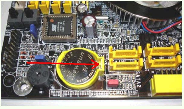 电脑主板电池肿么扣出来 放一下点
